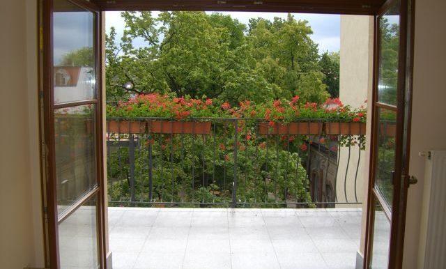 if-b23-3oglinks-balkon-mit-ausblick-ins-gruene