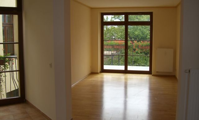 if-b23-3oglinks-wohnzimmer-blick-aus-kueche