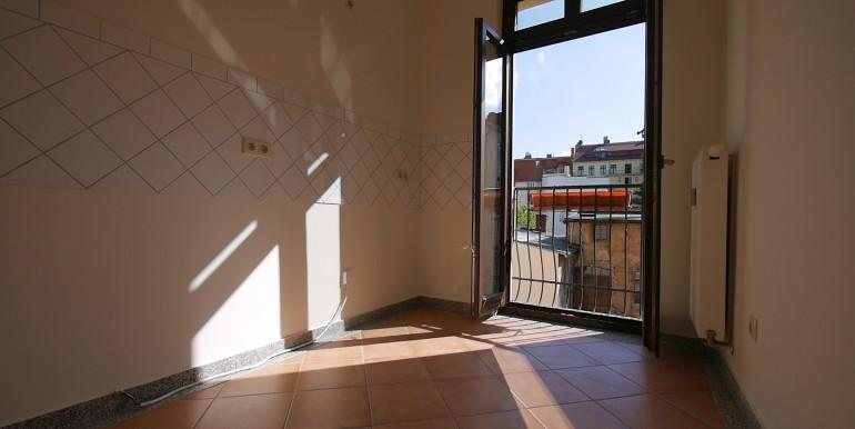 if-ho6-2oglinks-kueche-mit-franzoesischem-balkon-210514