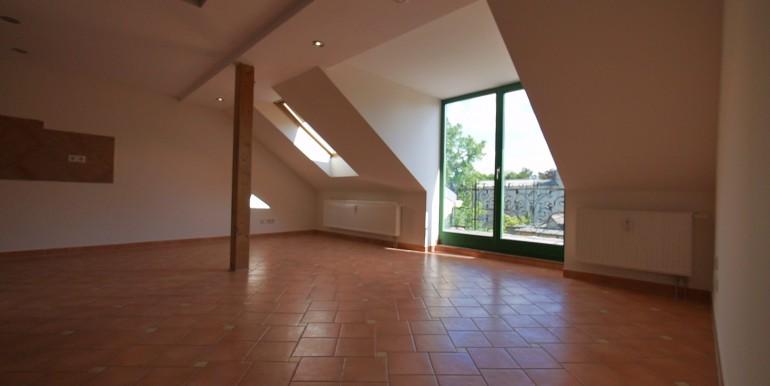 ns-e15-dgrechts-wohnen-balkonaustritt-210514